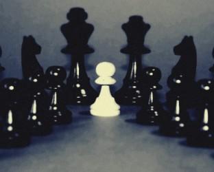 Velká změna pravidel šachu. Bílí prý nesmí vždy začínat.